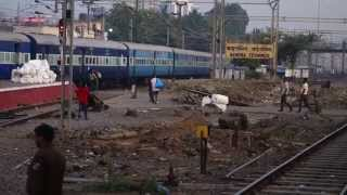 preview picture of video 'Amul WAP-5 Departs Bandra Terminus With Bandra - Surat InterCity Express'