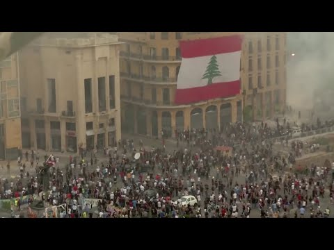 Lebanese protesters storm ministry building