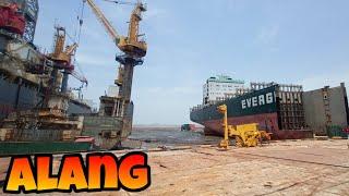 Alang Ship Breaking yard : Inside a derelict ship.