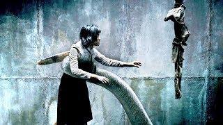 变异怪物躲在下水道内,不断抓人类当食物,存起来供自己吃喝!