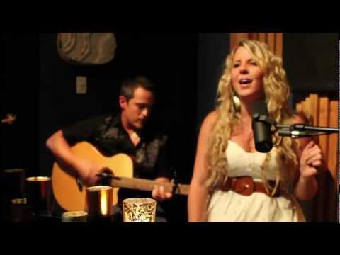 Lisa Nicole - It Got Ugly (Acoustic Version)