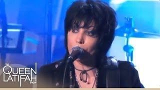 "Joan Jett Performs ""I Hate Myself for Loving You"""