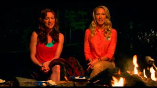 Pitch Perfect 2 - Extrait #2 : Cups Song autour du feu de camp VOST