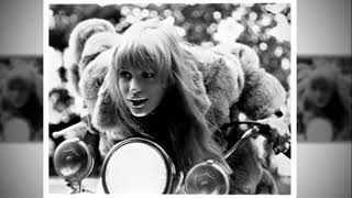 Marianne Faithfull - Over Here (No Time For Justice)