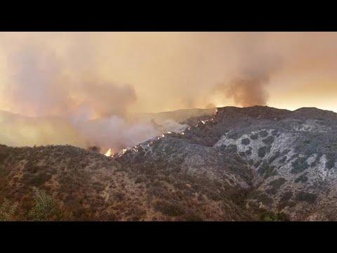 Τιτάνια μάχη με τις φλόγες στην Καλιφόρνια