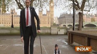 World's Tallest Man Shakes Hands With Shortest, On Guinness World Records Day