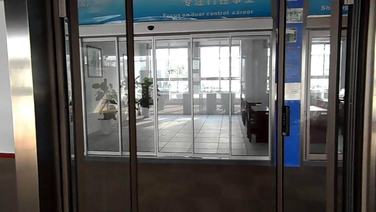 דלתות הזזה חכמות עם לחצן