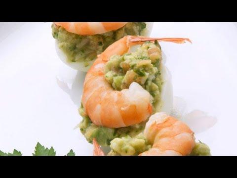 Huevos con guacamole y langostinos - Karlos Arguiñano
