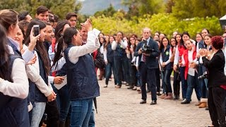 Canción dedicada al Prelado del Opus Dei durante su viaje a Colombia