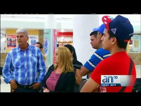 Pasajeros siguen varados en Aeropuerto de Miami, a la espera de un vuelo chartera Cuba