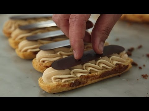 Italian pastry chef prepares French patisserie (Éclairs, Paris-Brest and Beignets) [english subtitles] [10:06]