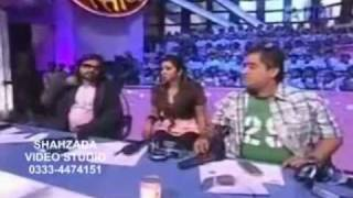 EMRAAN HASHMI FAN KISSED HIM ON SETS OF TV SHOW (Amul Star Voice Of India).mp4 - dooclip.me