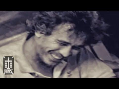 Iwan Fals - Buku Ini Aku Pinjam (Official Music Video)