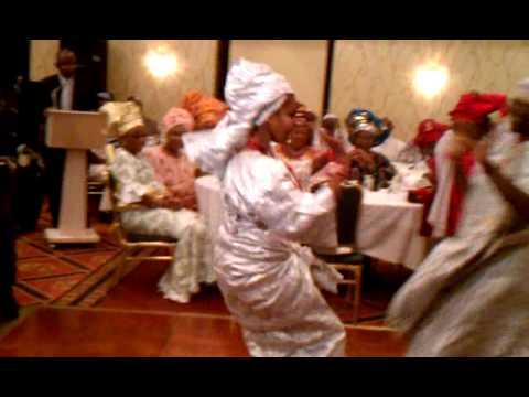 PERFECTA EKPO PERFORMING YORUBA BATA DANCE.