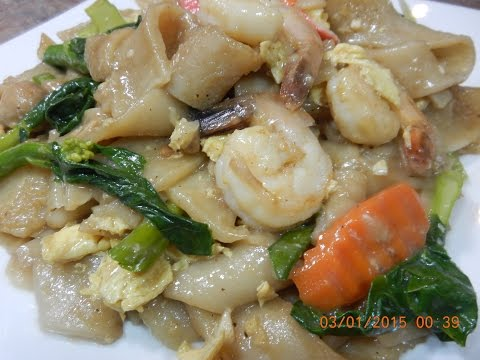 Stir Fry Flat Noodle with Seafood