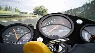 Bild Suzuki RGV 250 Beschleunigung aus dem Cockpit