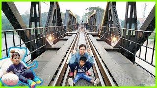 น้องบีมลูกแม่บี | เที่ยวกาญจนบุรี เล่นน้ำตกไทรโยคน้อย ดูรถไฟสะพานข้ามแม่น้ำแคว คลิปเต็ม