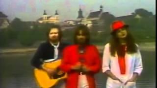 Kadr z teledysku Iść w stronę słońca tekst piosenki 2 plus 1