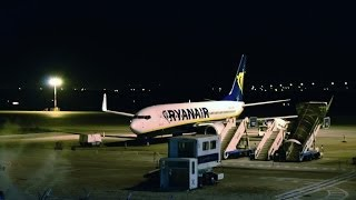 preview picture of video 'RYANAIR NIGHT TAKEOFF HD | flight from Orio al Serio to Pescara | BOEING 738 | 1080p'