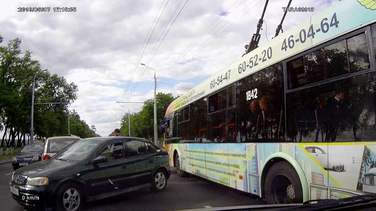 Зачем автобус встал пропускать?