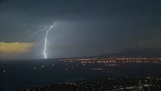 Lightning lights up SoCal skies; knocks out power in LA | ABC7