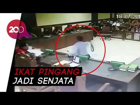 Inilah Rekaman CCTV Saat Pengacara Menyerang Hakim PN Jakpus