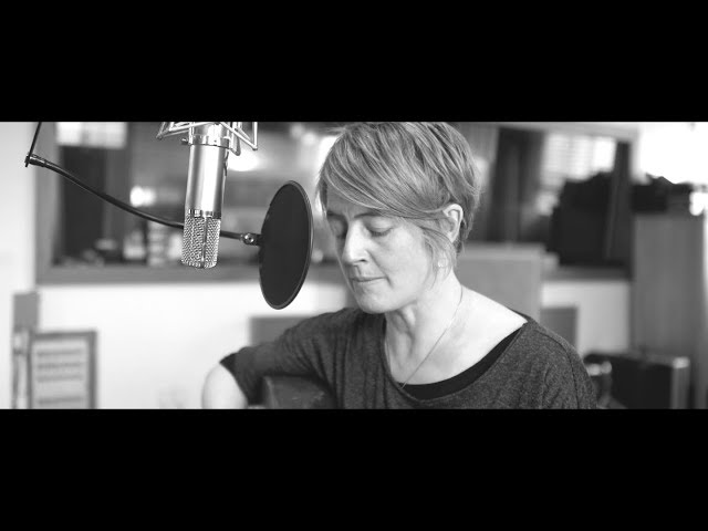 Karine Polwart – Lark in the Clear Air