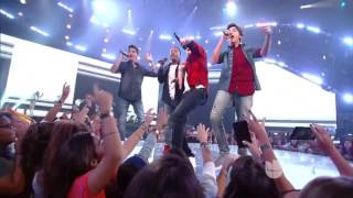 Band 2 Sings Me Voy Enamorando by Chino y Nacho  La Banda Live Shows 2015
