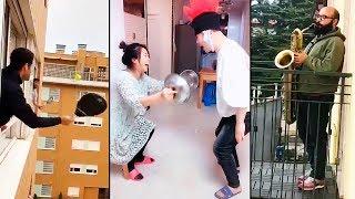 videos de risa aislados en la casa
