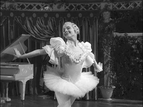 Audrey Hepburn dancing 'en pointe' in Secret People