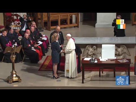 Le pape en Irlande : rencontre avec de jeunes couples en la cathédrale St Mary