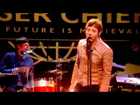 Kaiser Chiefs - Kinda Girl You Are (Live on Lee Mack's Show)