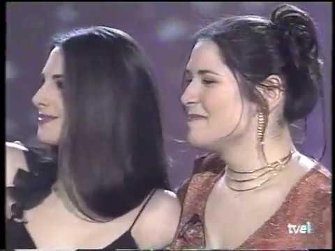 Rosa y Nuria Fergó - Más allá