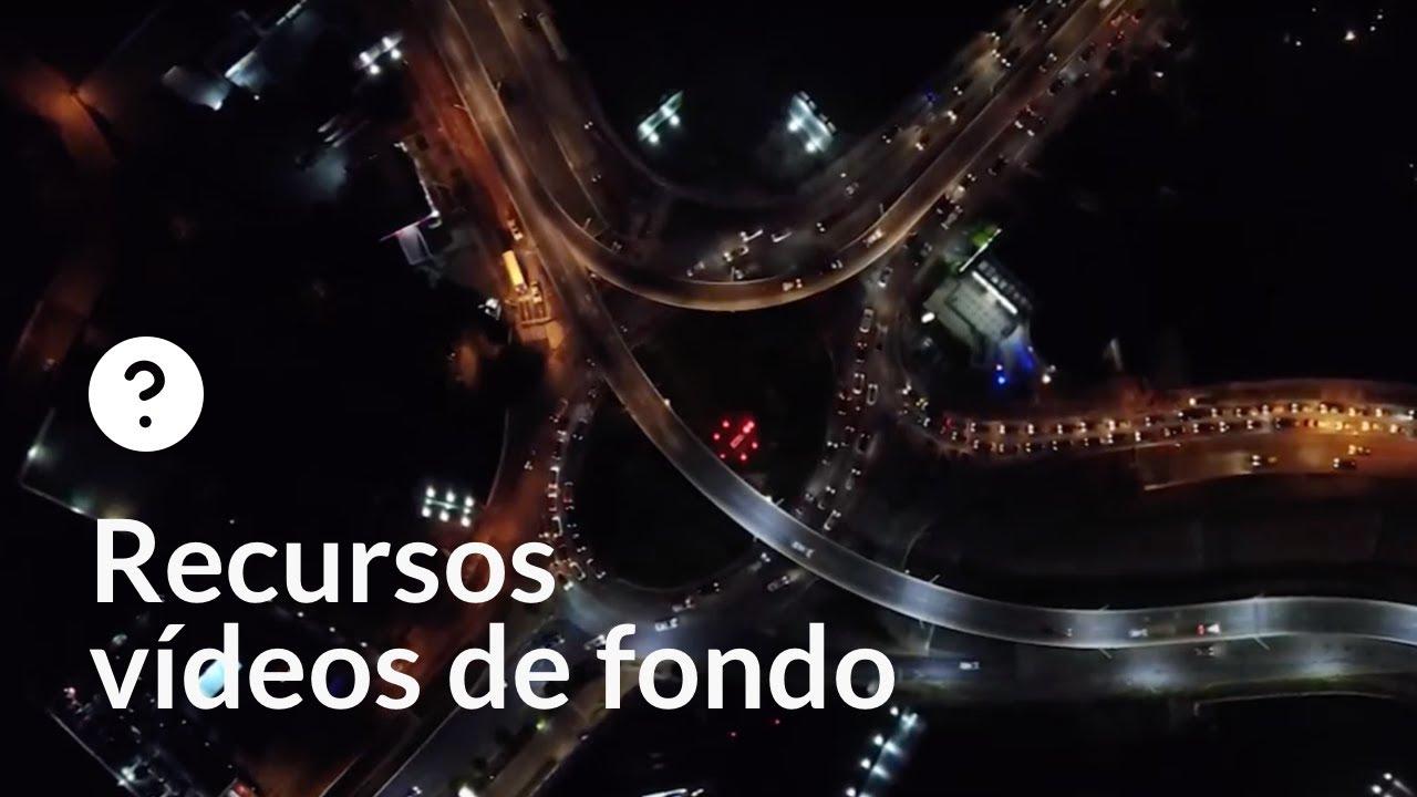 Tráfico ciudad nocturno