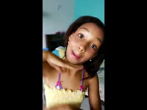 Bia dançando Anitta