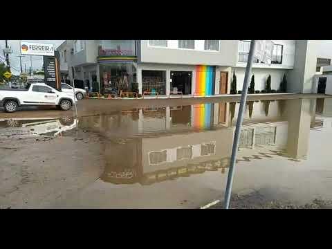 Canelinha tem ruas tomadas pelas águas