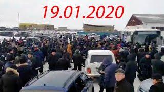 Митинг в Атырау. Сотни людей вышли на протест. Авто / БАСЕ