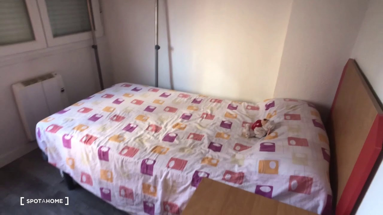Single Bed in Rooms for rent in a 4-bedroom apartment in Getafe