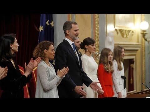 , title :'Los ministros de Podemos aplauden al Rey, pero sus diputados no'