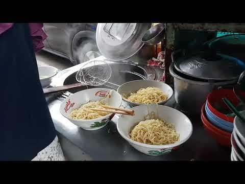 MIE AYAM DI DEPAN PONDOK YATIM & DHUAFA - INDONESIAN STREET FOOD