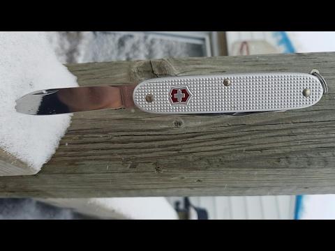 Review: Victorinox Pioneer. The gentleman Swiss army knife