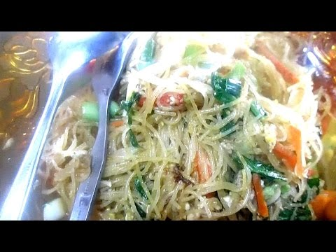 Cooking With Mom #60 - Bihun Goreng Siantar | Tastemade Indonesia