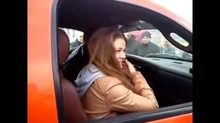 Девушку чуть не сдуло с машины! Супер басы! смотрите