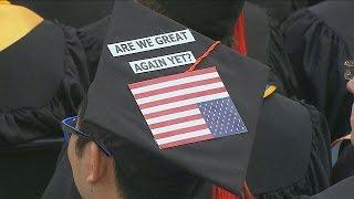 Estudantes boicotam discurso de vice-presidente dos EUA