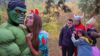 Diana Princess se enamoró de Hulk! Primer beso!