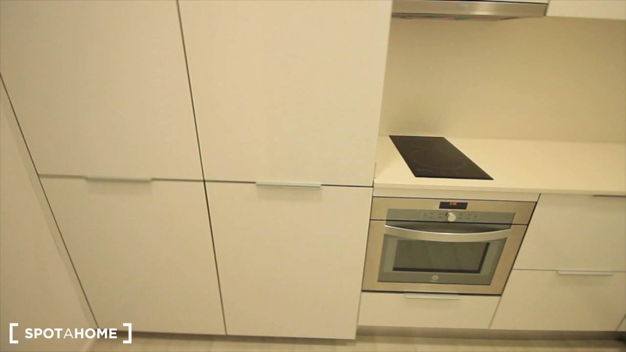 Modern studio apartment with AC for rent in Barri Gòtic
