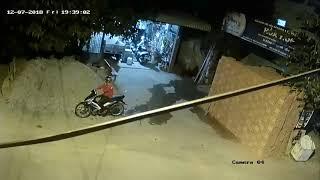 Trộm xe trượt ngã ngay trước cửa nhà