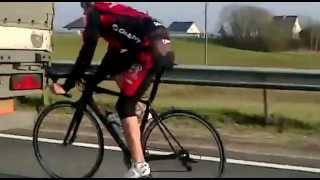 Велосипедист едет за фурой! 90км/ч!