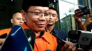 Ekspresi Tak Bersalah Taufik Kurniawan saat Diborgol KPK