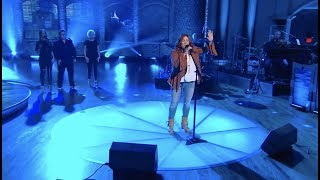 """WORLD PREMIERE: Jo Dee Messina Performs """"Bigger Than This""""   Huckabee"""
